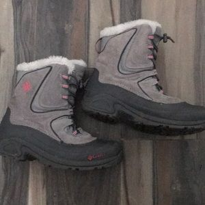 Girls Columbia snow boots size 6